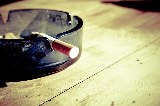 cigarette-599485_640