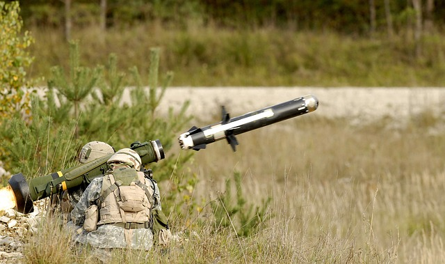 anti-tank-guided-missile-63033_640