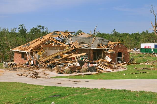 tornado-destruction-618718_640